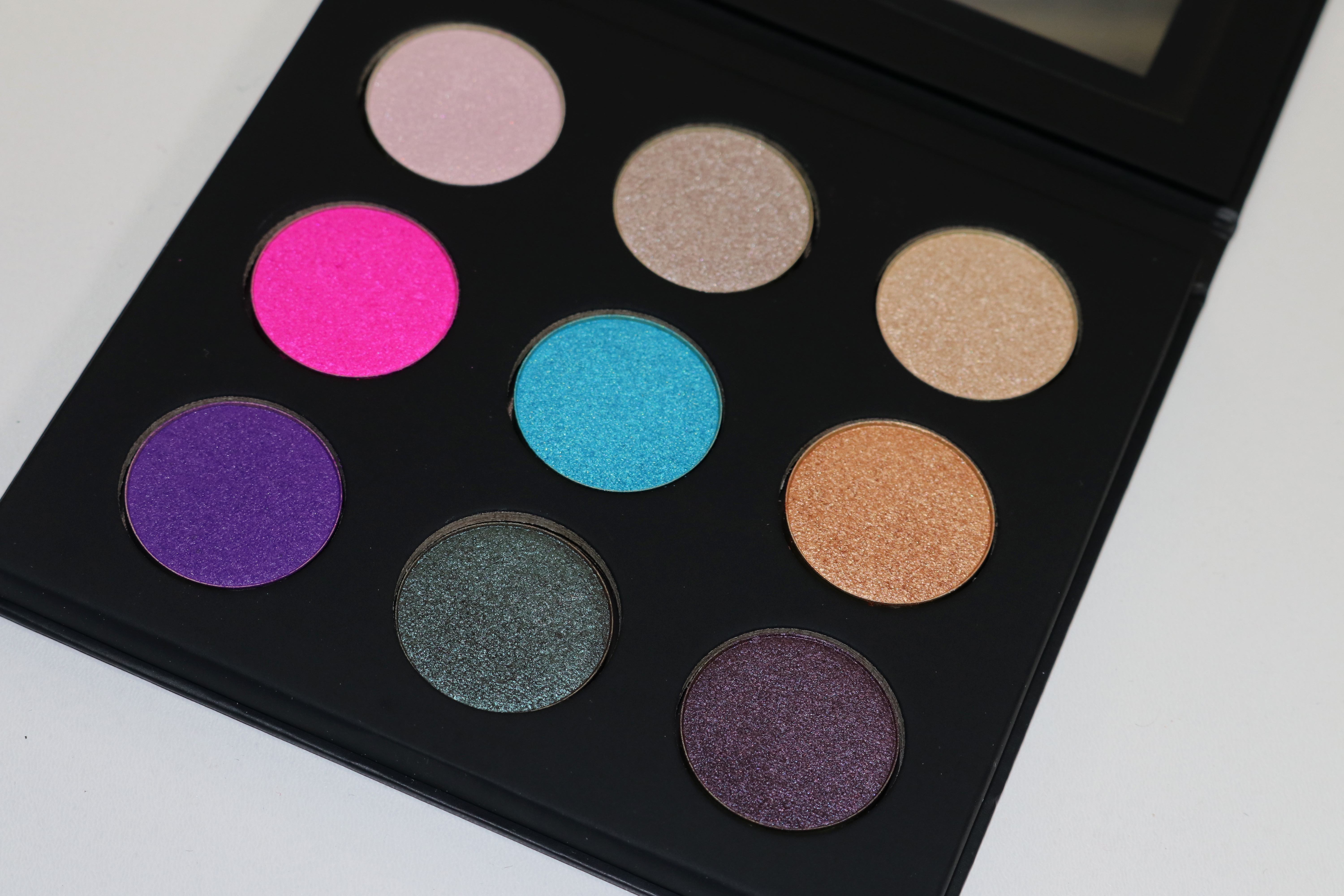 Normally, this palette retails for $42.00 for 0.54 oz. of product but it is currently on a promotion at Sephora for $25. Clearly, with my recent obsession ...